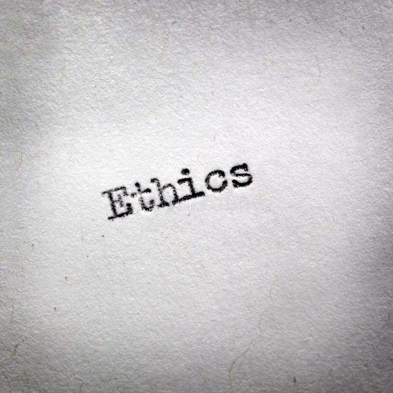 Word Ethiek op Uitstekende Schrijfmachine wordt getypt die stock foto's