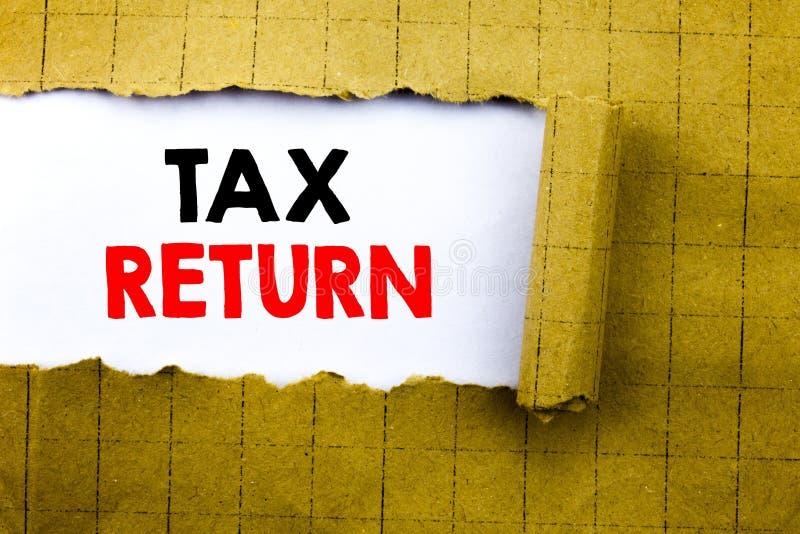 Word, het schrijven Belastingaangifte Bedrijfsdieconcept voor de Terugkeer van het Boekhoudingsgeld op Witboek op het gele gevouw stock foto