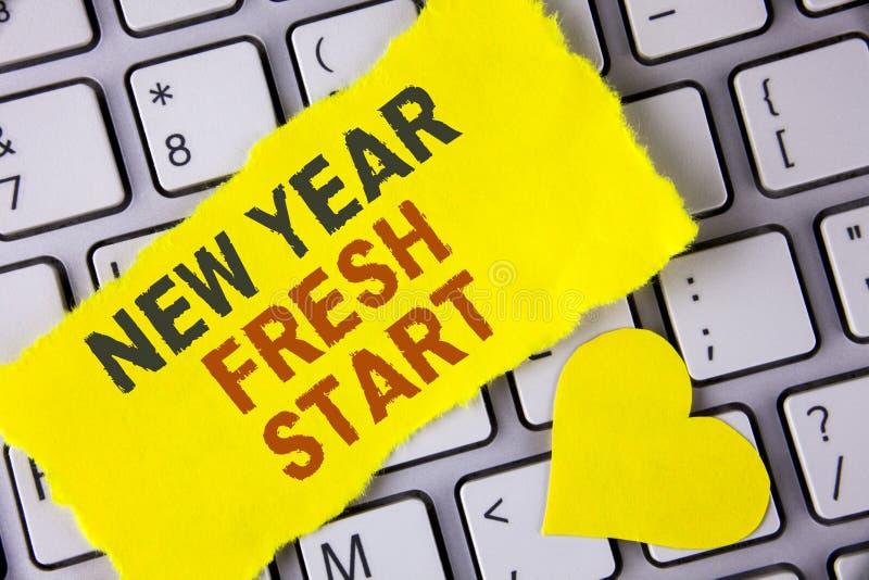 Word het schrijven de Nieuwe start van het tekstnieuwjaar Het bedrijfsconcept voor Tijd die resoluties te volgen bereikt uit droo royalty-vrije stock afbeelding