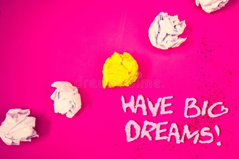 Word het schrijven de tekst heeft Grote Dromen Motievenvraag Bedrijfsconcept voor Toekomstige roze backgr van Ambitiedesire motiv royalty-vrije stock afbeelding