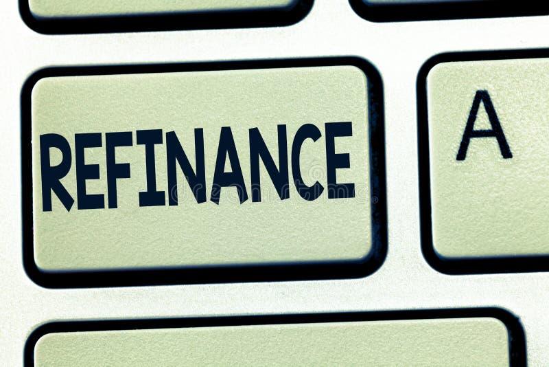 Word het schrijven de tekst herfinanciert Bedrijfsconcept voor Financiën opnieuw Vervanging van bestaande schuld met een andere  royalty-vrije stock fotografie