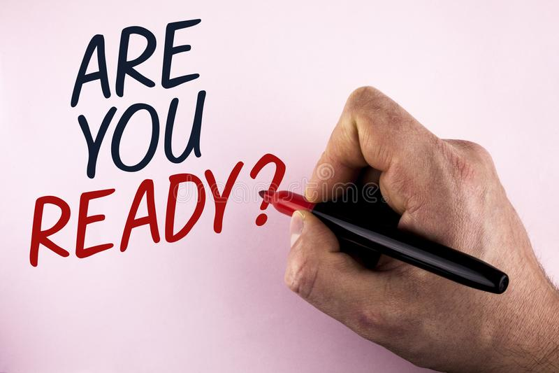 Word het schrijven de tekst is u Klaar Vraag Bedrijfsconcept voor Prepare om aanstaande bedrijfsdieveranderingen goed onder ogen  stock afbeeldingen