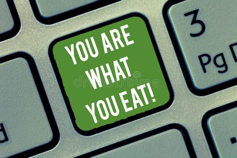 Word het schrijven de tekst u is Wat u eet Het bedrijfsconcept voor heeft een gezonde levensstijl uw voedseltoetsenbord behandele royalty-vrije stock foto's