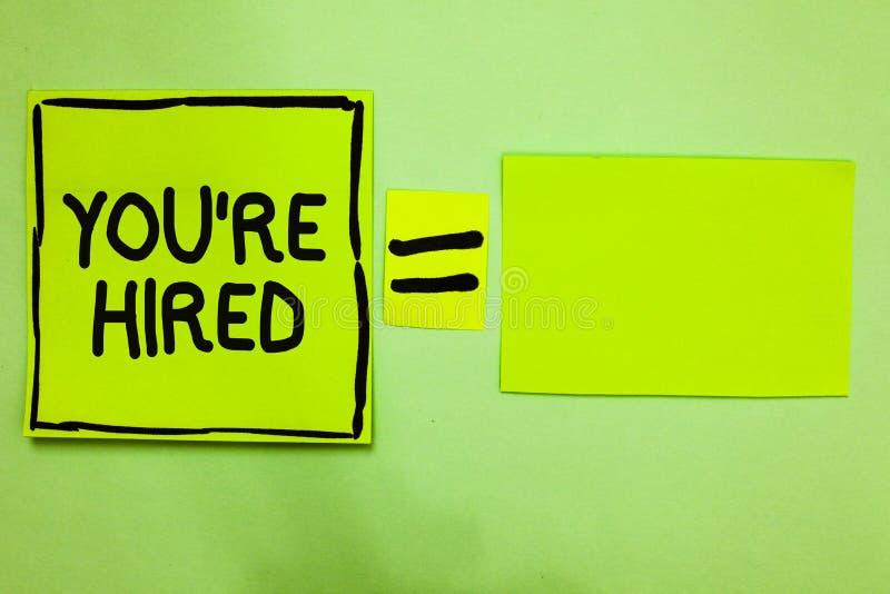 Word het schrijven de tekst wordt u aangaande gehuurd Het bedrijfsconcept voor Nieuw Job Employed Newbie Enlisted Accepted wierf  stock foto's