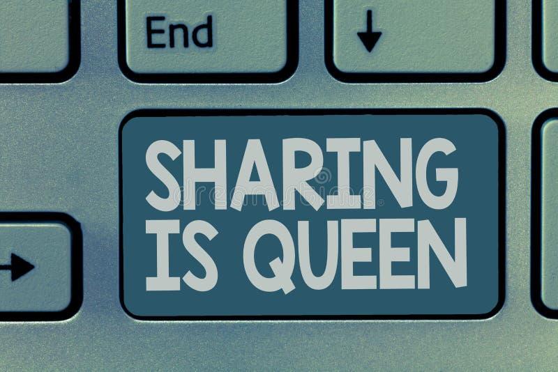 Word het schrijven tekst het Delen is Koningin Het bedrijfsconcept voor het geven van anderen informatie of behoort is grote kwal royalty-vrije stock foto's