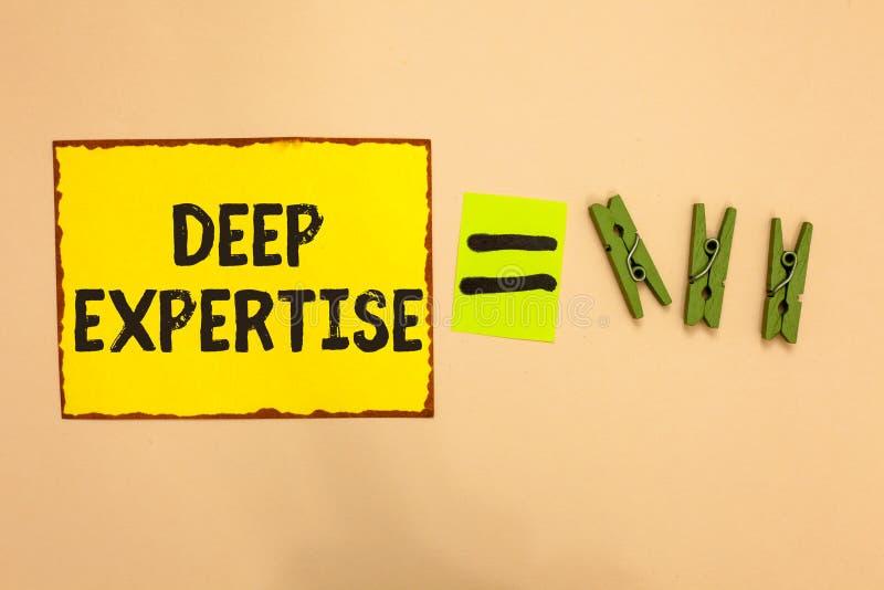 Word het schrijven tekst Diepe Deskundigheid Bedrijfsconcept voor Grote vaardigheid of brede kennis in een bepaald gebied of hobb stock afbeelding