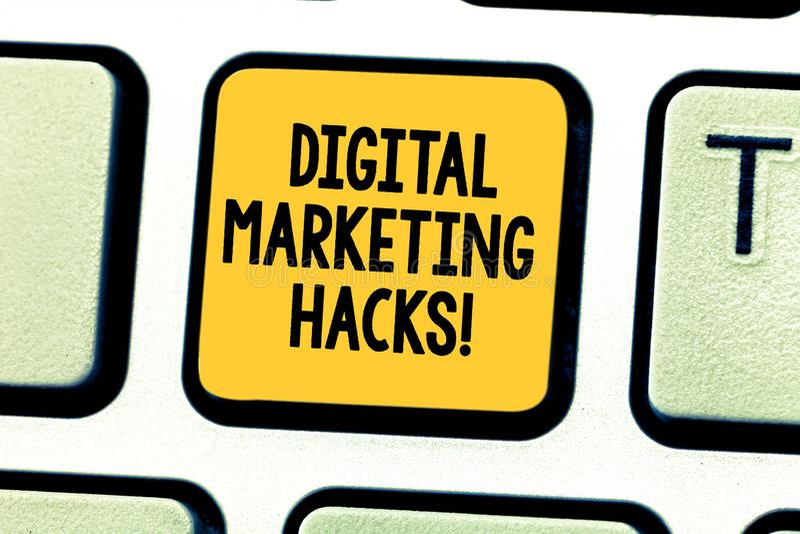 Word het schrijven tekst Digitale Marketing Houweren Bedrijfsconcept voor het Gebruiken van vaardigheden of systeem het binnendri stock foto