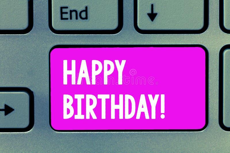 Word het schrijven tekst Gelukkige Verjaardag Het bedrijfsconcept voor de geboorteverjaardag van wordt een persoon gevierd met vo royalty-vrije stock foto's