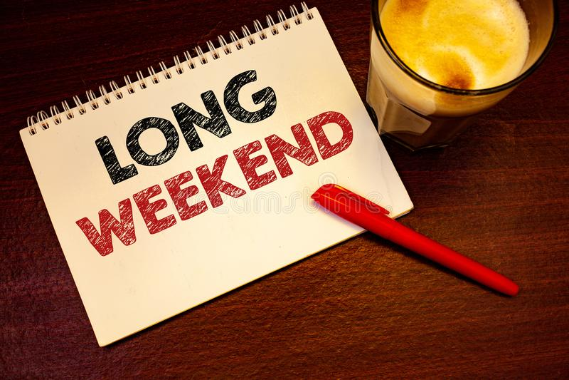Word het schrijven tekst Lang Weekend Het bedrijfsconcept voor Korte het seizoen Ontspannende Recreatie van de vakantievakantie t royalty-vrije stock afbeelding