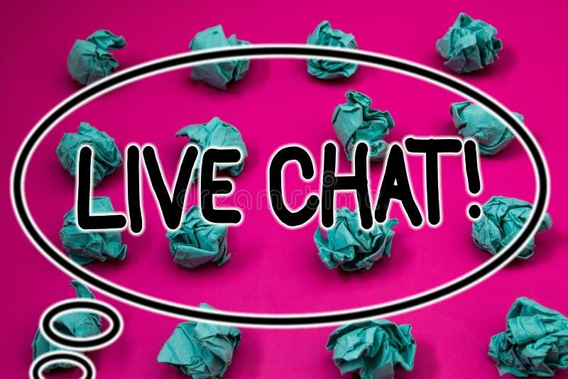 Word het schrijven tekst Live Chat Motivational Call Bedrijfsconcept voor Echt - tijdmedia het gesprek deelt online Verfrommeld d stock foto