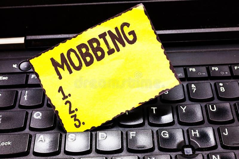 Word het schrijven tekst Mobbing Bedrijfsconcept voor Bulling van individu speciaal bij Spanning van het het werk de Emotionele m royalty-vrije stock foto's