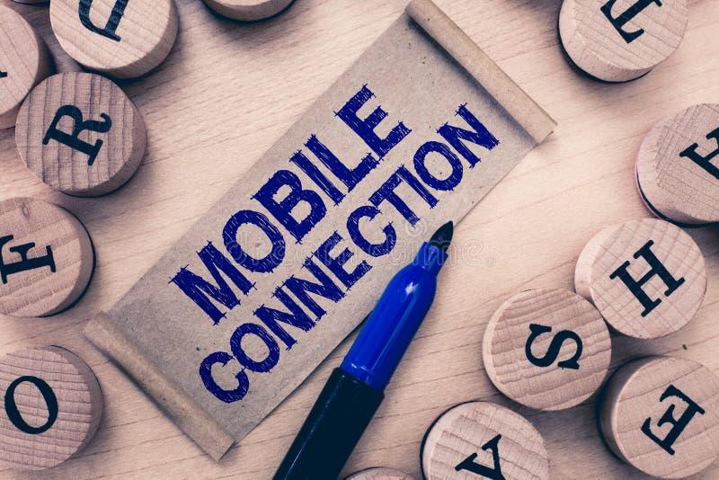 Word het schrijven tekst Mobiele Verbinding Bedrijfsconcept voor Veilige universele login oplossing die mobiele telefoon met behu royalty-vrije stock foto
