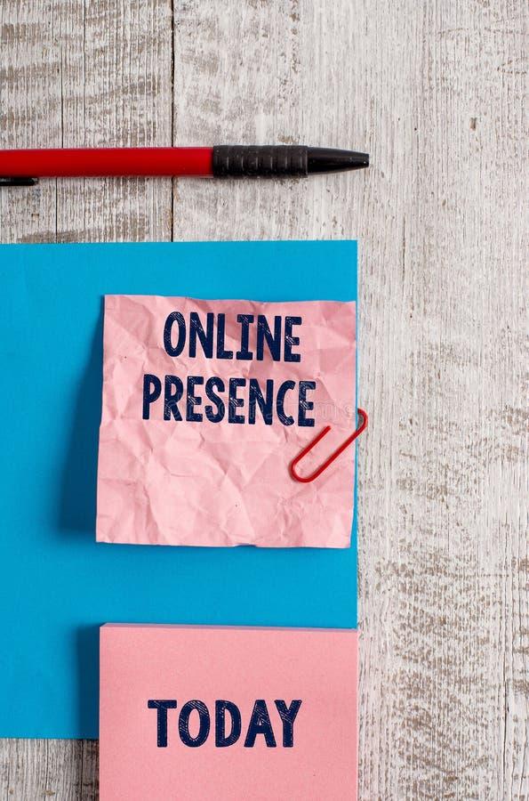 Word het schrijven tekst Online Aanwezigheid Bedrijfsconcept voor bestaan van iemand wie via een online onderzoek kan worden gevo stock afbeeldingen