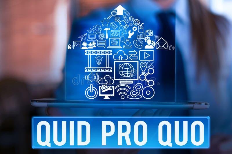 Word het schrijven tekst Quid Pro Quo Zakelijk concept voor een verleende of verwachte gunst of voordeel in ruil voor iets stock foto's
