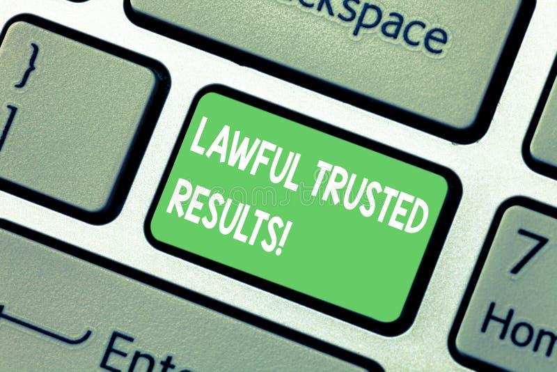 Word het schrijven tekst Wettige Vertrouwde op Resultaten Bedrijfsconcept voor het Sluiten van overeenkomst veilig door wettelijk royalty-vrije stock afbeelding