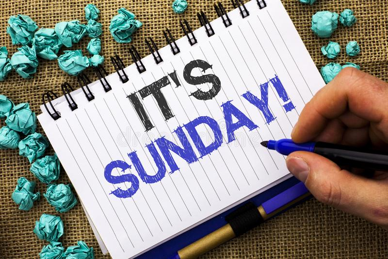 Word het schrijven tekst Zijn Zondagvraag Het bedrijfsconcept voor Relax geniet de Vakantierust van het Vakantieweekend Dag van h stock foto