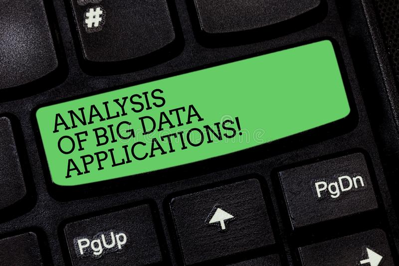 Word het schrijven tekstanalyse van Big Data-Toepassingen E stock afbeeldingen