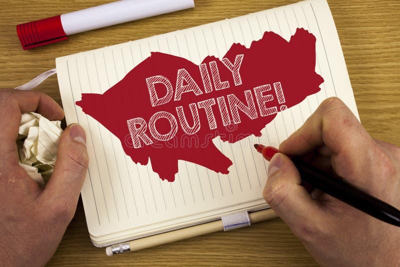 Word het schrijven tekstdagelijks werk Motievenvraag Bedrijfsconcept voor Dagelijkse goede gewoonten die veranderingen te brengen royalty-vrije stock afbeelding