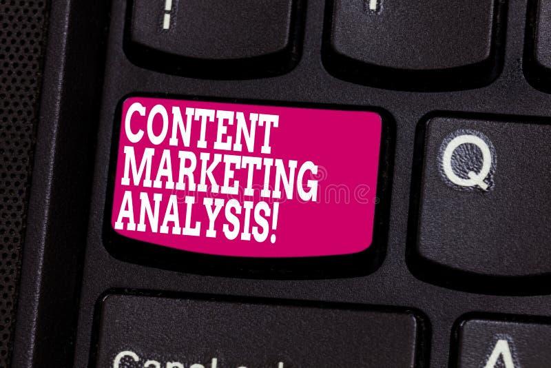 Word het schrijven tekstinhoud Marketing Analyse Het bedrijfsconcept voor nadruk bij het aantrekken van aandacht en produceert lo stock afbeeldingen