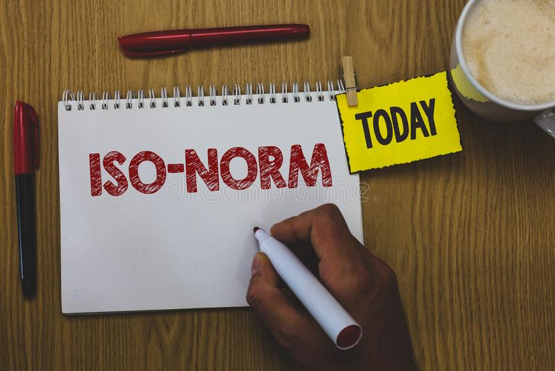 Word het schrijven tekstiso Norm Het bedrijfsconcept voor een toegelaten norm of een manier om dingen te doen de meeste mensen ke royalty-vrije stock afbeeldingen