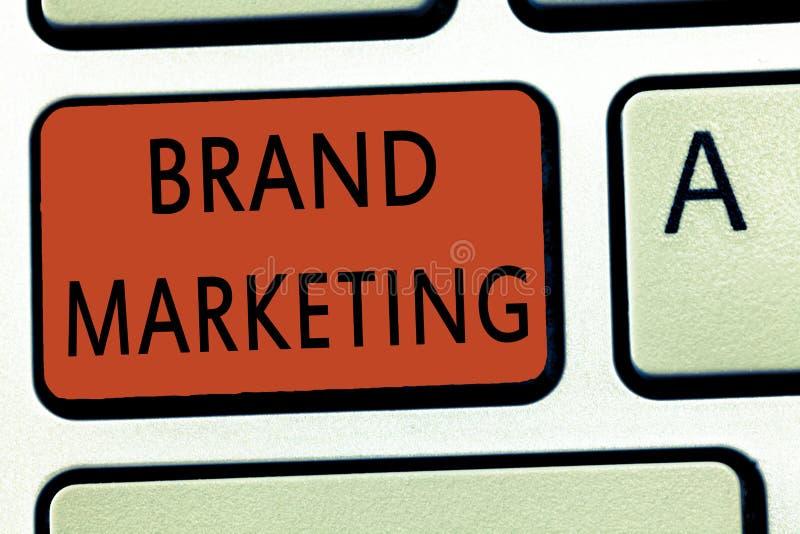 Word het schrijven tekstmerk Marketing Bedrijfsconcept voor het Creëren van voorlichting over producten rond de wereld stock afbeelding