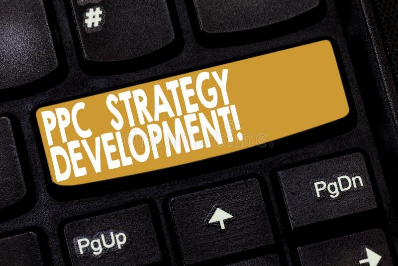 Word het schrijven tekstppc Strategieontwikkeling Bedrijfsconcept voor om een actieplan te ontwikkelen om efficiënte PPC te bouwe stock fotografie