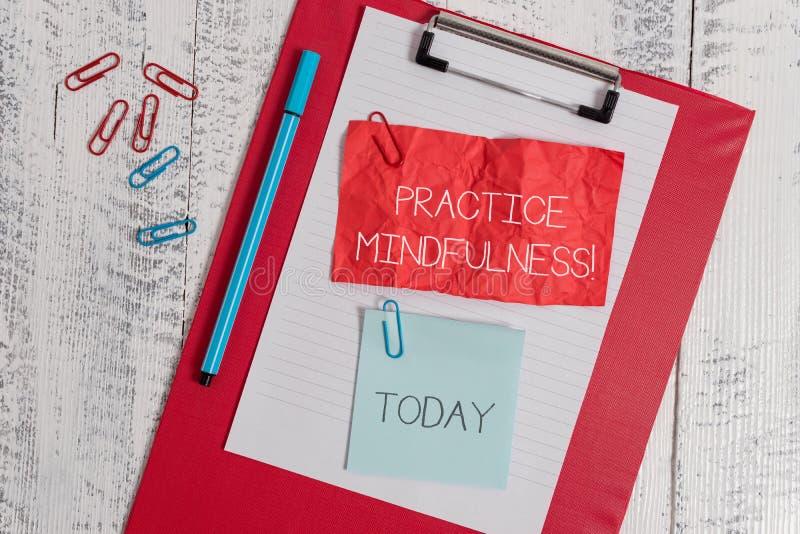 Word het schrijven tekstpraktijk Mindfulness Het bedrijfsconcept voor bereikt een Staat van Ontspanning een vorm van Meditatie stock foto's