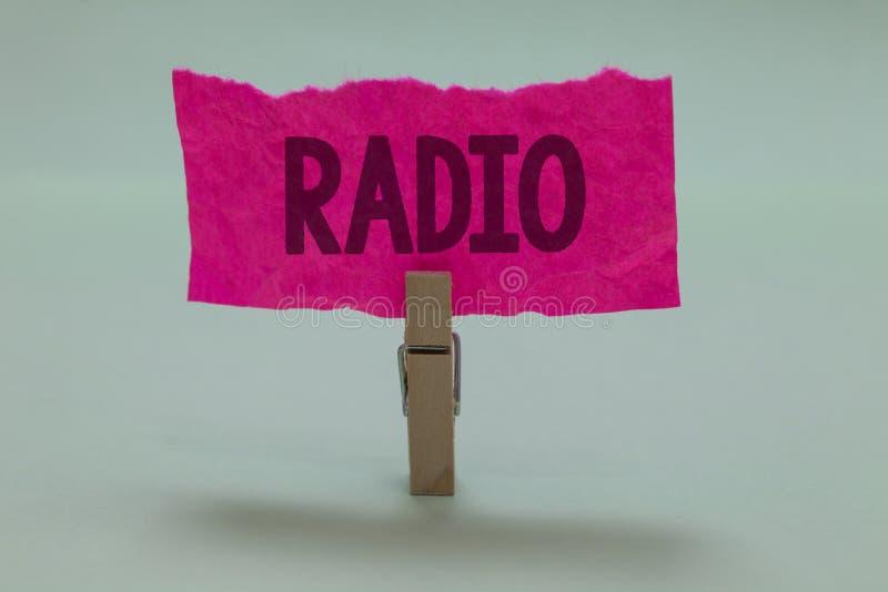 Word het schrijven tekstradio Het bedrijfsconcept voor Elektronisch die materiaal voor het luisteren aan uitzendingenprogramma's  stock afbeelding