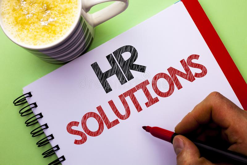 Word het schrijven tekstu Oplossingen Bedrijfsconcept voor Rekruteringsoplossing het Raadplegen Beheer die Onboarding oplossen di royalty-vrije stock foto