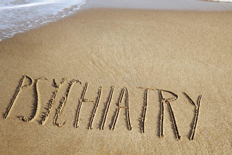 Word psychiatrie in het zand van een strand royalty-vrije stock afbeeldingen