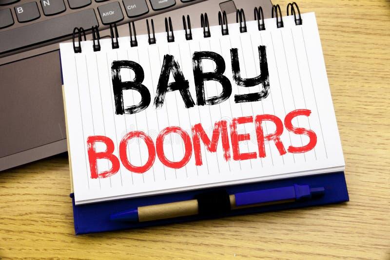 Word, schrijvende Baby Boomers Bedrijfsconcept voor Demografische die Generatie op notitieboekjeboek wordt geschreven op de houte stock afbeeldingen