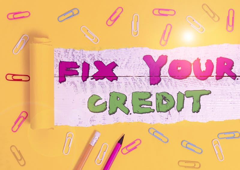 Word-skriva text Korrigera din kredit Affärskoncept för låga saldon på kreditkort och andra krediter royaltyfria bilder