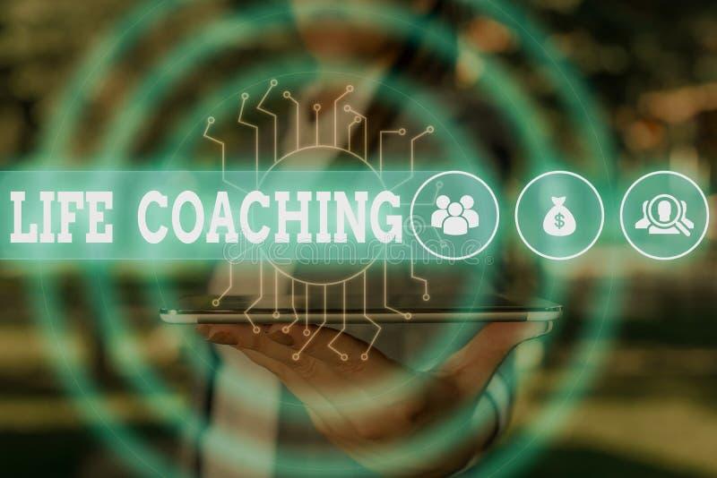 Word-skriva text Life-coachning Affärskoncept för att förbättra liv genom utmaningar Uppmuntrar oss i våra karriärkvinnor arkivfoto