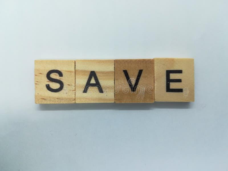 Word sparen gespelde gebruikende houten tegel royalty-vrije stock afbeeldingen