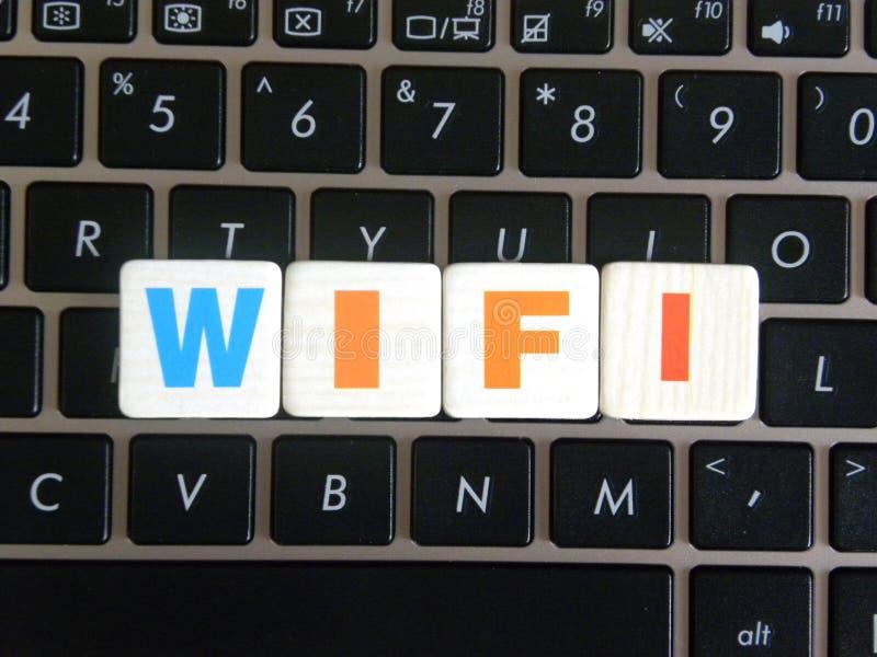 Word WiFi op toetsenbordachtergrond royalty-vrije stock foto