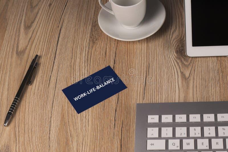 WORK-LIFE-BALANCE - image avec des mots liés au travail-vie-équilibre de sujet, nuage de mot, cube, lettre, image, illustration photo stock