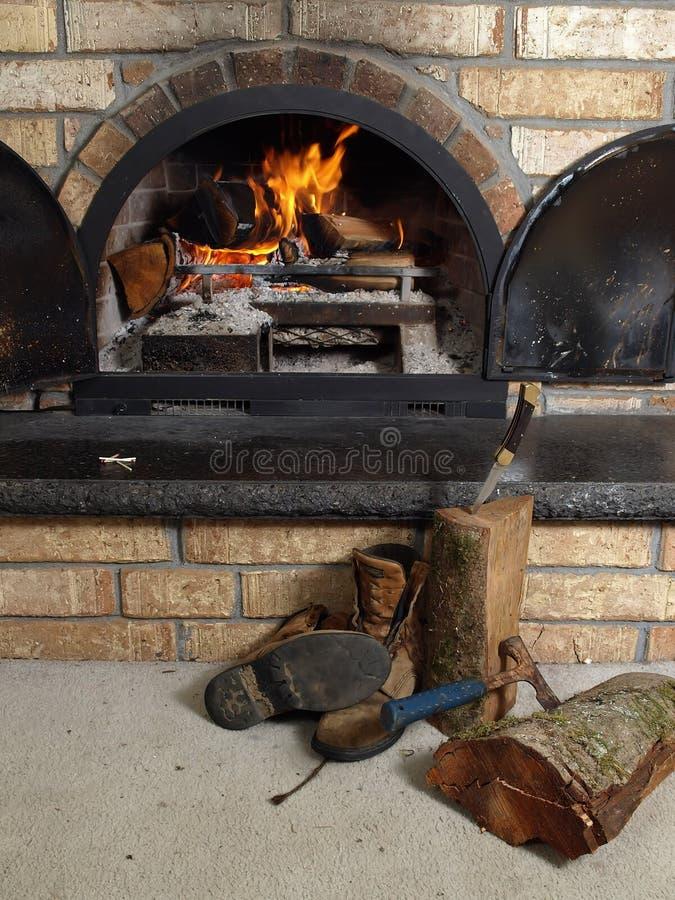 Workboots pelo incêndio imagens de stock royalty free