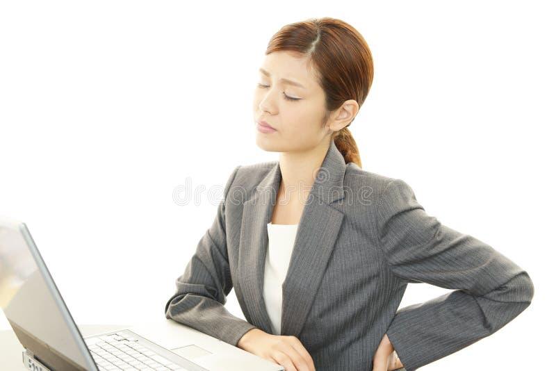 Workder asiático joven cansado de la oficina imagenes de archivo