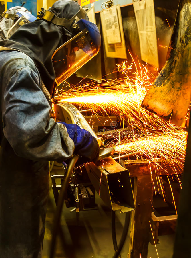 Free Worker Grinding Metal Royalty Free Stock Photos - 70110308