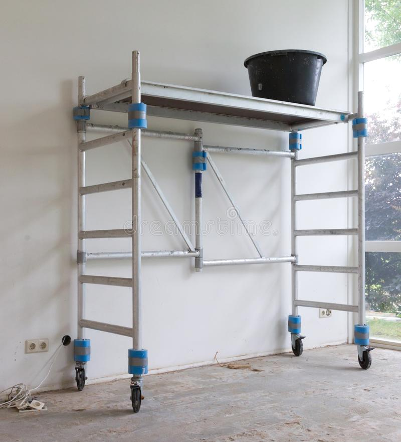 Free Worker Tools - Bucket Standing On Rolling Scaffolding Stock Image - 125331351