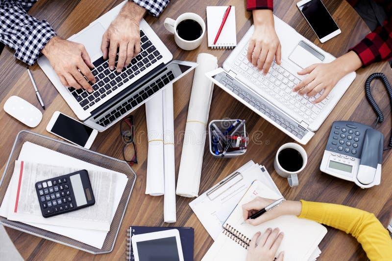 working för folk för affärskontor royaltyfria bilder