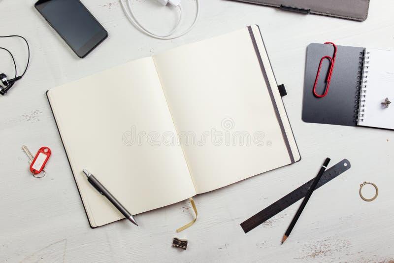Download Workplace стоковое изображение. изображение насчитывающей идея - 41661303