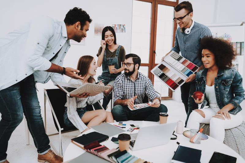 workplace sguardo La gente Nazionalità differenti immagine stock libera da diritti