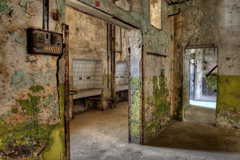 Workshop in una prigione abbandonata immagine stock