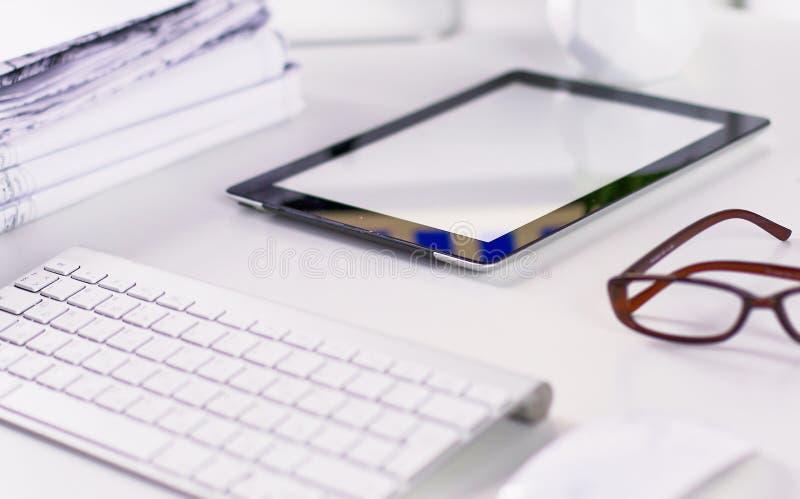 Workspace prezentaci mockup, komputer stacjonarny i biuro supp, zdjęcie stock