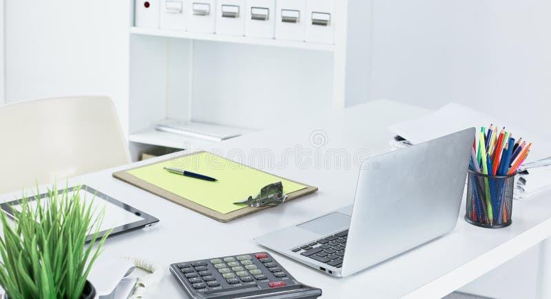 Workspace prezentaci mockup, komputer stacjonarny i biuro supp, zdjęcie royalty free