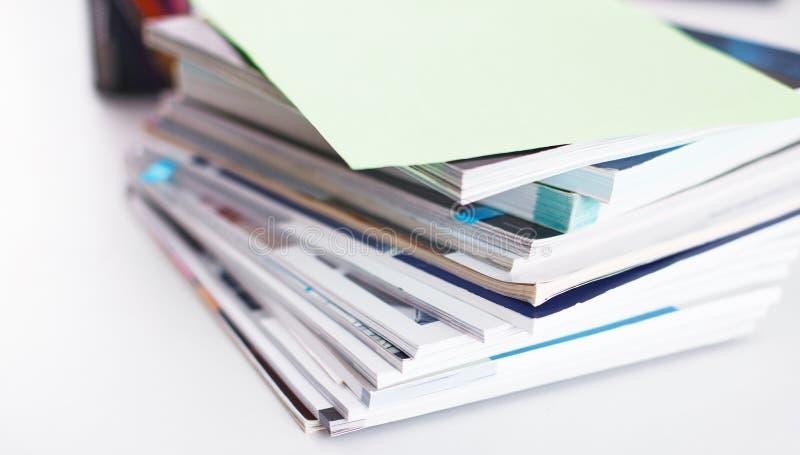 Workspace prezentaci mockup, komputer stacjonarny i biurowe dostawy na marmurowym biurku, zdjęcie royalty free