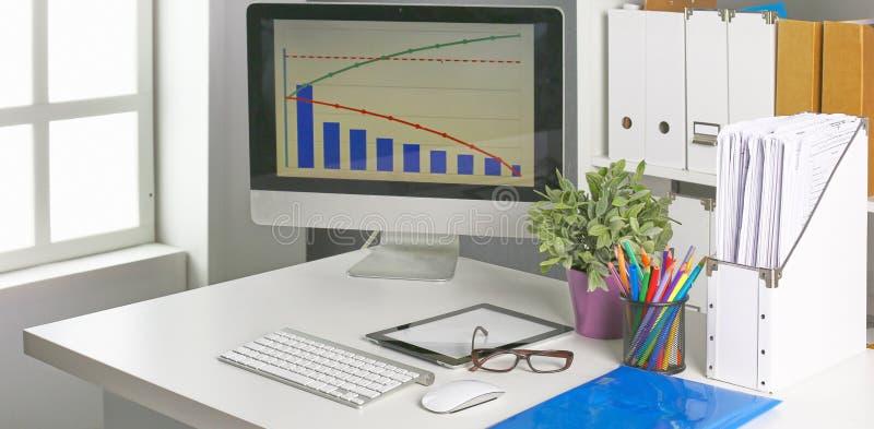 Workspace prezentaci mockup, komputer stacjonarny i biurowe dostawy na marmurowym biurku, obrazy stock