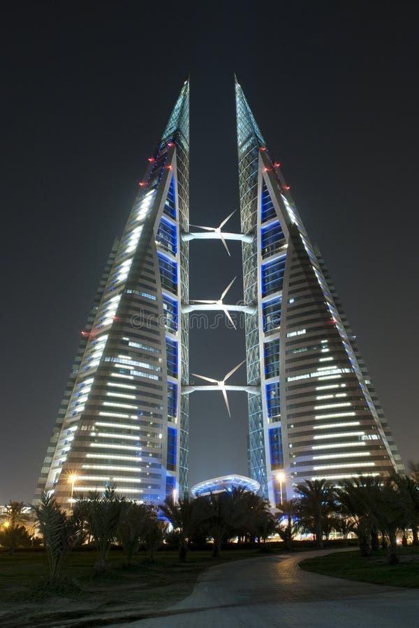World Trade Center - Bahrain - scène de nuit photos stock