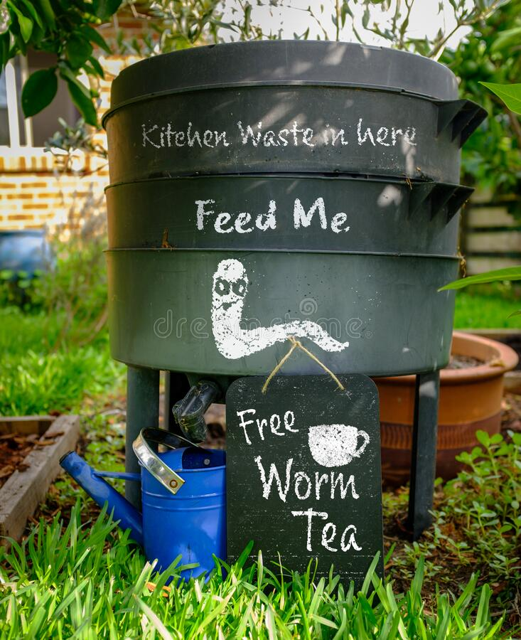 Free Worm Farm, Wormery, Compost Bin In Organic Garden With Sign For Free Worm Tea, Feed Me And Kitchen Waste In Here Royalty Free Stock Images - 185591889